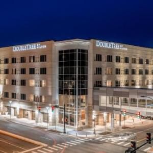 Hotels near Ford Center Evansville - Doubletree By Hilton Evansville
