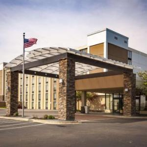 Hoover Arena Hotels - Holiday Inn Cleveland - Strongsville