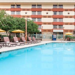 Hotels near Midnight Rodeo Austin - Wyndham Garden Hotel Austin