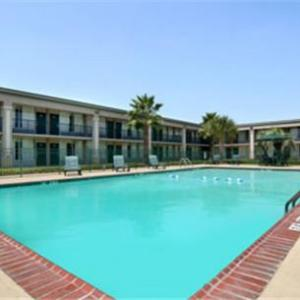 Grand Opera House of the South Hotels - Days Inn Jennings