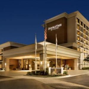Lerner Town Square at Tysons II Hotels - DoubleTree by Hilton McLean Tysons