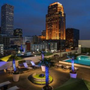 Hotels near mercedes benz superdome new orleans new for Mercedes benz superdome suites