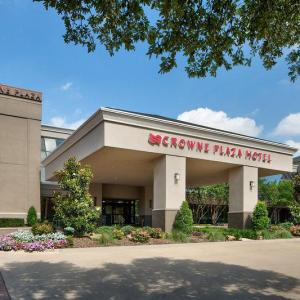 Hotels near Loos Field House - Crowne Plaza Dallas Near The Galleria