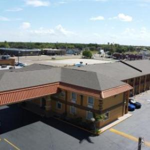 Super 8 by Wyndham Kingsville
