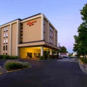 George Mason Stadium Hotels - Hampton Inn Fairfax City