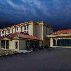 Pro Football Hall of Fame Hotels - La Quinta Inn And Suites Canton