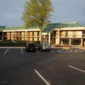 Hotels near Greensboro Coliseum Complex - Howard Johnson by Wyndham Greensboro Near the Coliseum