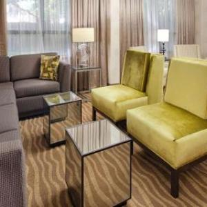 Colonial Downs Hotels - Best Western Plus Richmond Airport Hotel