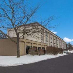 Hampton Inn Cadillac Hotel