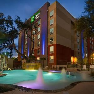 Holiday Inn Express And Suites San Antonio Medical Ctr North
