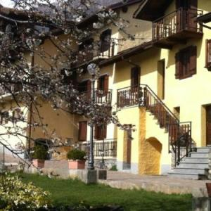 Book Now Il Villaggio di Buthier (Gignod, Italy). Rooms Available for all budgets. Offering a self-catering apartment with a balcony with mountain views Il Villaggio di Buthier is located in Gignod and is 10 km from the Crevaca ski slopes.The accommodation w