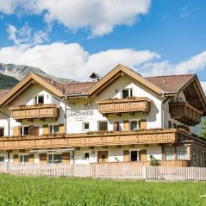 Book Now Appartments Larchwiese (San Giacomo, Italy). Rooms Available for all budgets. Offering free Wi-Fi and free parking Appartments Lärchwiese is located in San Giacomo in Valle Aurina. It features apartments with balconies an equipped garden with free