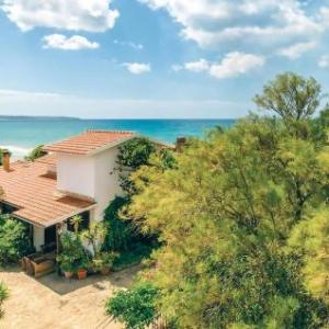 Book Now 1 Via Delle Conifere (Porto Palo, Italy). Rooms Available for all budgets. Set 15 km from Sciacca and 32 km from Mazara del Vallo 1 Via Delle Conifere offers accommodation in Porto Palo. It provides free private parking.The kitchen is equipped with a