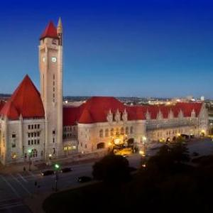 Plush Saint Louis Hotels - St Louis Union Station Hotel Curio Collection by Hilton