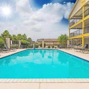Hotels near Saints Training Facility - Super 8 By Wyndham Metairie