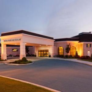 Hotels near Buck Motorsports Park - Doubletree Resort Lancaster/Willow Valley