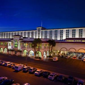 Hotels near Rain in the Desert - Gold Coast Hotel And Casino