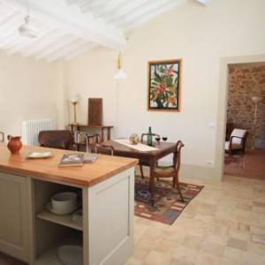 Book Now Casa Parva (Montisi, Italy). Rooms Available for all budgets. Located 32 km from Siena Casa Parva offers accommodation in Montisi. The property boasts views of the city is 39 km from Arezzo. Free WiFi is featured throughout the property.