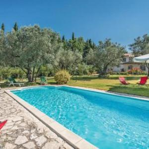 Book Now Villa Laura II (Monteleone Sabino, Italy). Rooms Available for all budgets. Featuring free WiFi throughout the property Villa Laura II is a holiday home located in Monteleone Sabino. The property is 49 km from Rome and free private parking is offered.