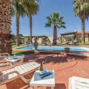 Book Now Villa Laura III (Porto Palo, Italy). Rooms Available for all budgets. Situated in Porto Palo in the Sicily Region this holiday home is 48 km from Marsala. The property is 17 km from Sciacca and free private parking is offered.The unit is fitted