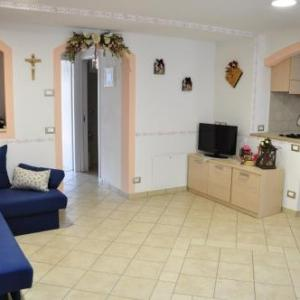 Book Now Appartamento Marisa (Mezzano, Italy). Rooms Available for all budgets. Appartamento Marisa is situated in the village centre of Mezzano a 15-minute drive from Lake Calaita 2 km from the Imer Ski Slope and 15 km from the ski slopes of San Martino