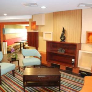 TE Poag Auditorium Hotels - Holiday Inn Express Nashville W-i40