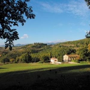 Book Now Agriturismo Casa Verragoli (Dicomano, Italy). Rooms Available for all budgets. Producing Tuscan pecorino cheese and olive oil Agriturismo Casa Verragoli offers free Wi-Fi and country-style apartments with a flat-screen TV. This working farm is 5 km from