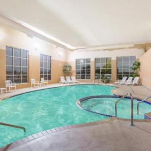 Hotels near Road America - Baymont Inn & Suites - Plymouth