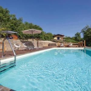 Book Now Holiday Home Casa delle Querce (Lugnano, Italy). Rooms Available for all budgets. Located in Lugnano in the Umbria Region this holiday home is 49 km from Assisi. The property is 34 km from Perugia and free private parking is available.The kitchenette has a