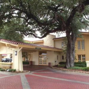 Hotels near Common Grounds Waco - La Quinta Inn Waco University