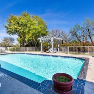 Motel 6-Dallas TX - Market Center