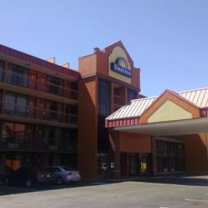 Days Inn & Suites Bristol