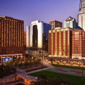 Hale Arena Hotels - Kansas City Marriott Downtown