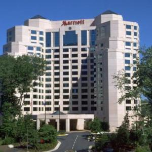 Hotels near W.T. Woodson High School - Falls Church Marriott Fairview Park