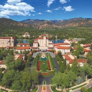 Hotels near Cheyenne Mountain High School - The Broadmoor