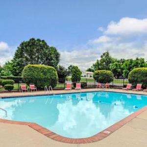 Tucker Theatre Hotels - Ramada By Wyndham Murfreesboro