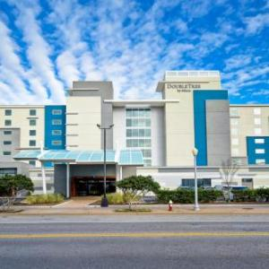 Hotels near Rudee Inlet - Ramada On The Beach