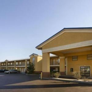 Hotels near WL Jack Howard Theatre - Super 8 By Wyndham Monroe