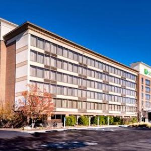 Holiday Inn Hotel & Suites Warren