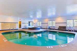 Country Inn & Suites By Radisson, Savannah Gateway, GA