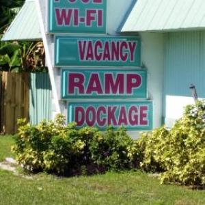 Marathon Key Hotels - Royal Hawaiian Motel/Botel
