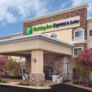 Hotels near Austin's Saloon and Eatery - Holiday Inn Express Hotel & Suites Chicago-Libertyville
