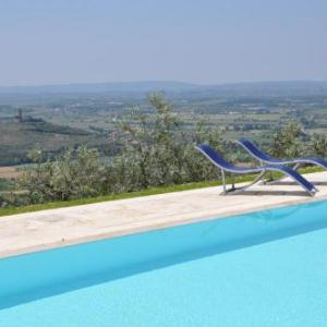Book Now Villa Vallibona (Santa Cristina, Italy). Rooms Available for all budgets. Featuring an outdoor swimming pool and a garden Villa Vallibona offers a self-catering villa in Pieve di Chio a 10-minute drive from Castiglion Fiorentino. The property has fr