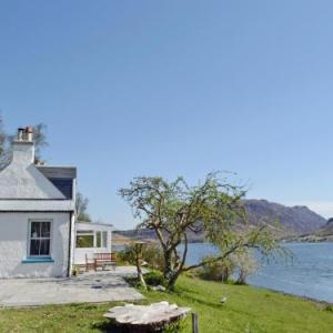 Eilean Donan Castle Hotels - Loch Shore Cottage