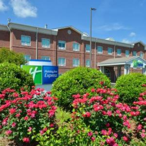 Hotels near Green River Live Greensburg - Holiday Inn Express Campbellsville