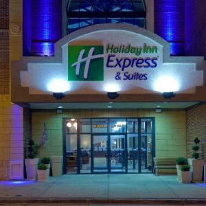 Hotels near Deadwood Mountain Grand - Holiday Inn Express Hotel & Suites Deadwood-Gold Dust Casino