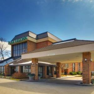 Hotels near Touhill Performing Arts Center - Pear Tree Inn St. Louis Airport