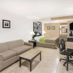 Super 8 by Wyndham McAllen- Downtown- La Plaza Mall