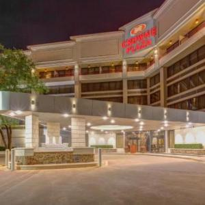 Hotels near Funny Bone Comedy Club Baton Rouge - Crowne Plaza Hotel Executive Center Baton Rouge