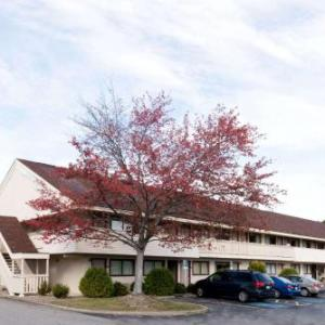 Hoover Arena Hotels - Super 8 Strongsville